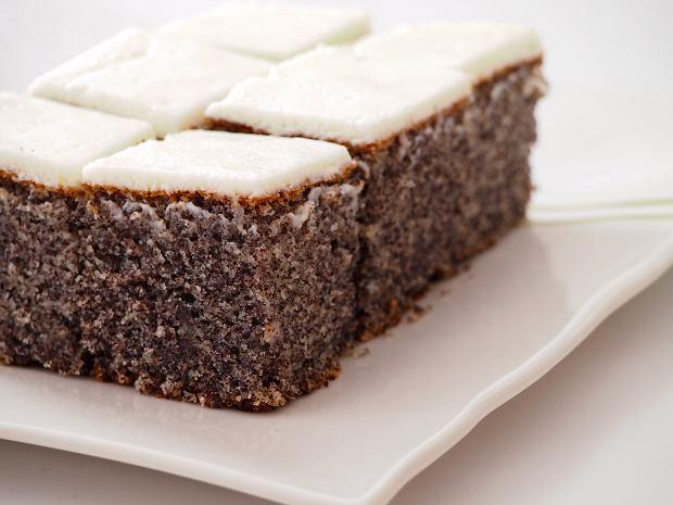 Makowiec japoński: jak zrobić słynne ciasto z czasów PRL-u? Podajemy dwa przepisy