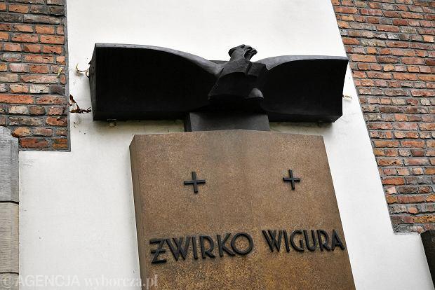 Zdjęcie numer 10 w galerii - Wszystkich Świętych. Tu spoczywa Władysław Reymont i Wojciech Młynarski. Groby w Alei Zasłużonych na Starych Powązkach [ZDJĘCIA]