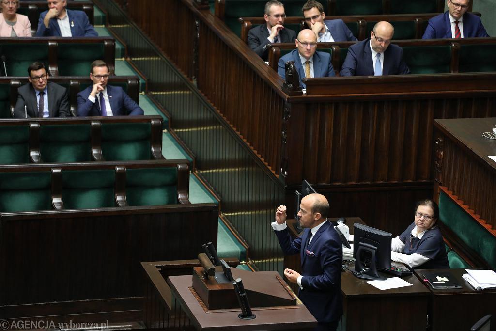 Poseł PO Borys Budka przemawia z mównicy sejmowej