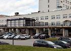 """Protest przed szpitalem wojewódzkim w Łomży. Mieszkańcy nie chcą """"jednoimiennego"""" zakaźnego"""