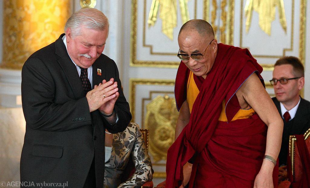 XIV Dalajlama zostaje honorowym obywatelem Warszawy. Na uroczystości był też Lech Wałęsa,również laureat pokojowego Nobla. 29 lipca 2009 r., Zamek Królewski, Warszawa
