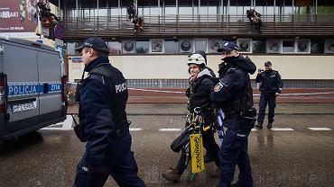 Aktywiści Greenpeace zatrzymani po akcji pod siedzibą PiS