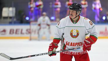 Prezydent Białorusi Alaksandr Łukaszenka podczas meczu hokeja w Mińsku, 20 kwietnia, 2020 r.