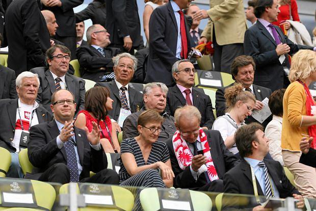 Zdjęcie numer 4 w galerii - Co Donald Tusk tłumaczy swojej żonie w czasie meczu Hiszpania - Włochy? My wiemy!