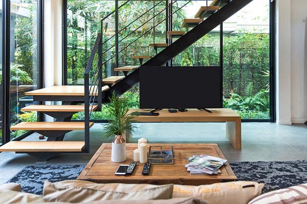 Modne schody w domu. Drewniane czy z betonu? Przegląd inspiracji