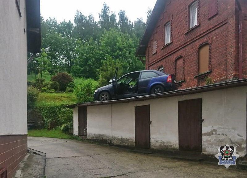 Pościg policyjny zakończył się na dachu