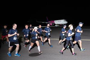 b0662b4c4 Cztery tysiące osób pobiegło w nocy z 8 na 9 czerwca po pasie startowym  gdańskiego lotniska. Nocny bieg Skywayrun Gdańsk Airport zorganizowano już  po raz ...