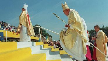 Jan Paweł II pielgrzymował do Polski ośmiokrotnie i tylko dwa razy nie był w Częstochowie. Raz w czerwcu 1991 r. - bo wiadomo było, że ponownie przyjedzie do kraju w sierpniu tego samego roku na wyznaczone w Częstochowie VI Światowe Dni Młodzieży, oraz podczas swojej ostatniej podróży do Ojczyzny w sierpniu 2002 r. Poszczególne wizyty w Częstochowie miały miejsce: * 4-6 czerwca 1979 * 18-21 czerwca 1983 * 12-13 czerwca 1987 * 14-16 sierpnia 1991 (na zdjęciu) * 4 czerwca 1997 * 17 czerwca 1999.