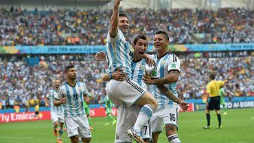 Argentyńczycy świętują gola zdobytego przez Angela Di Marię