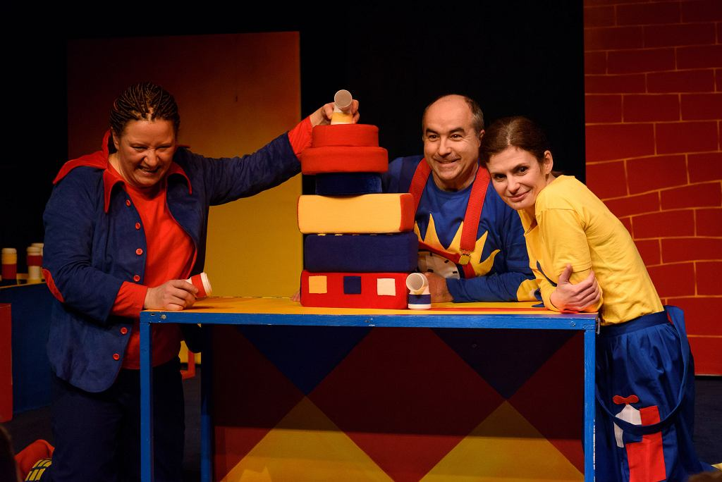 'Pan Tom buduje dom' w reż. Daniela Arbaczewskiego w Teatrze Ateneum w Katowicach / Tomasz Zakrzewski
