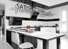 Kuchnia w czarno-białej aranżacji