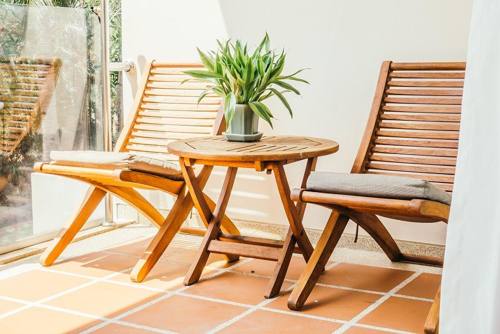 Leżaki ogrodowe z drewna
