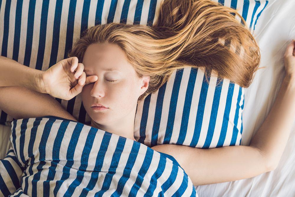 Jak twierdzą badacze z Kanady, nadmiar snu jest dla naszego mózgu równie szkodliwy, co jego niedobór