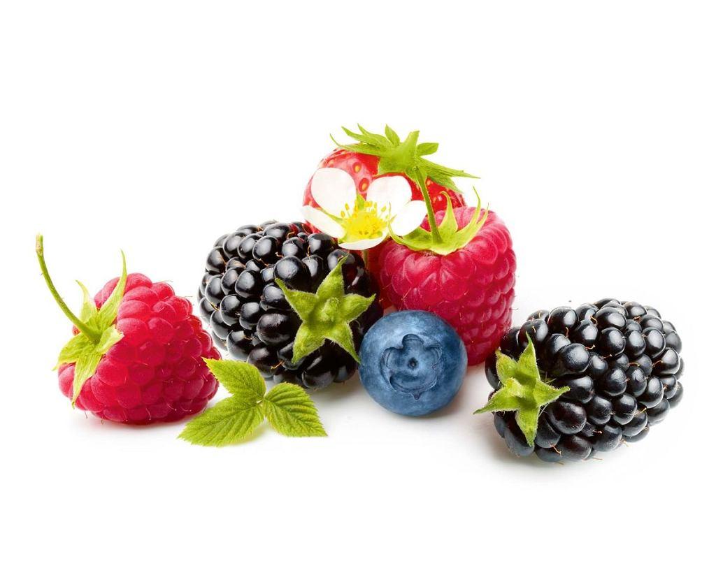 Jeżyny mają dużo 'witaminy młodości', czyli E, maliny uodparniają, a jagody dobrze wpływają na wzrok. Warto, by latem pojawiły się na naszych stołach.
