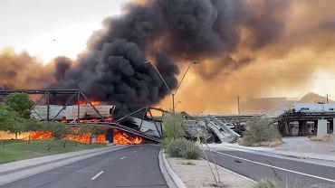 Arizona. Pociąg wykoleił się i zapalił na moście