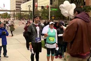 Para biegaczy wzięła ślub na trasie maratonu, ceremonia trwała pięć minut!