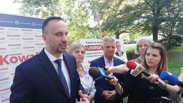 Janusz Kowalski podczas kampanii wyborczej z pewnością zorganizuje wiele konferencji prasowych.