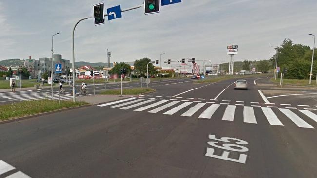 e41b1a478 Jelenia Góra: Dwie osoby zginęły potrącone na przejściu dla pieszych.  Ofiary wyścigu?