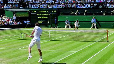 Wimbledon 2013, Brytyjczyk Andy Murray odbija do Serba Novaka Djokovica
