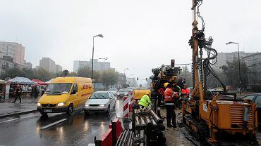 ul. Górczewska. Próbne odwierty pod budowę II linii metra przy skrzyżowaniu ulic Jana Olbrachta i Górczewskiej