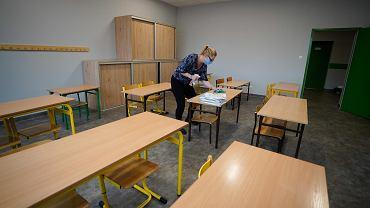 Szkoły wprowadziły procedury, które mają zapewnić bezpieczeństwo uczniom i nauczycielom. Zdjęcie ilustracyjne