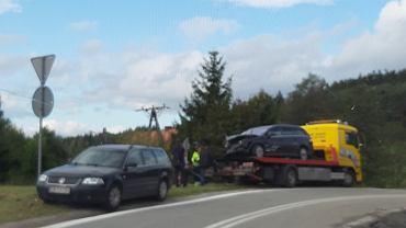 Zderzenie samochodu osobowego i ciężarówki w Czarnym Borze