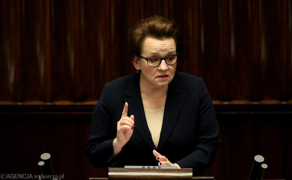 Minister edukacji w rządzie PiS Anna Zalewska podczas pierwszego czytania projektu ustawy o reformie edukacji. Warszawa, Sejm, 29 listopada 2016
