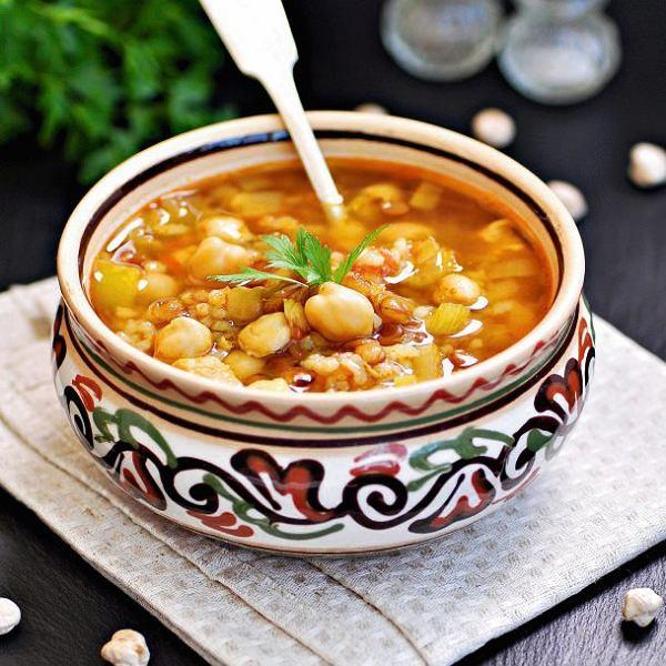 Marokańska potrawa z ciecierzycy i soczewicy - harira