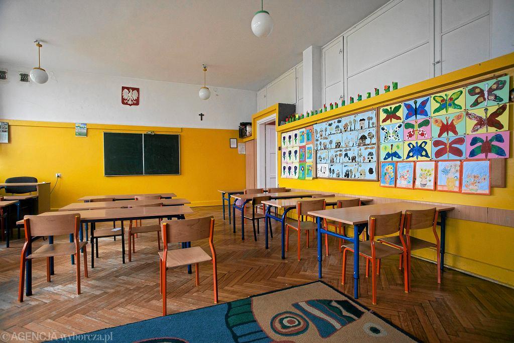 Szkoła - pusta sala lekcyjna