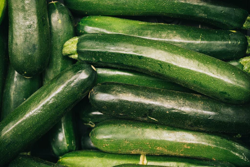 Bigos z cukinii - trzy wyjątkowe sposoby na warzywny bigos. Wersja z mięsem i bez