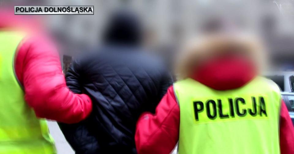 randki z policją starszy mężczyzna umawia się z młodszą dziewczyną