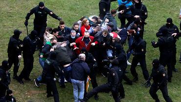 Starcia z milicją podczas niedzielnych demonstracji w Mińsku, 11 października 2020
