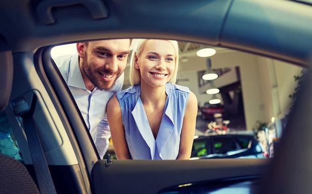 Wciąż kupujemy znacznie więcej samochodów używanych, niż nowych