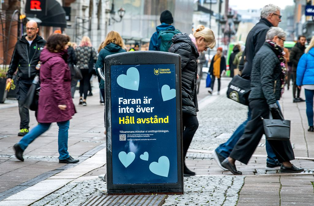 Szwecja znosi zalecenia dla seniorów i obniża limity na imprezach masowych