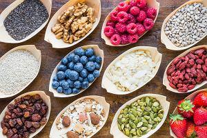 Korelacja jedzenia ze zdrowiem. Pytamy dietetyczkę o syrop sosnowy, superfoodsy i kiszonki [WYWIAD]
