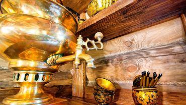 Kuchnia rosyjska - tradycyjny rosyjski samowar / Shutterstock