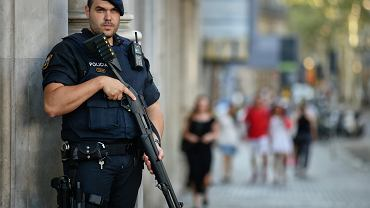 Uzbrojony policjant na La Rambla