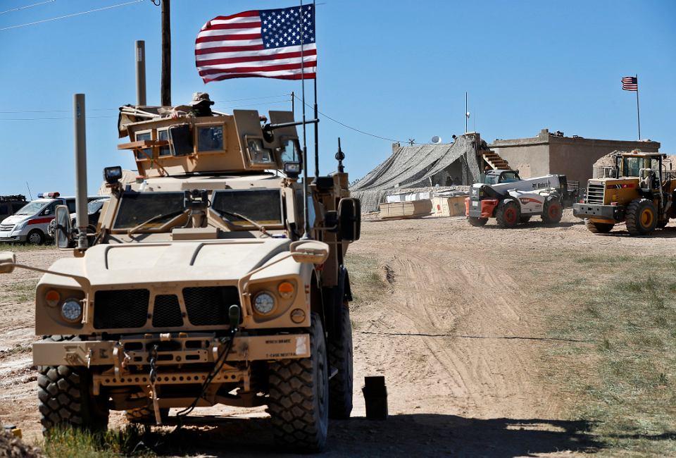 Amerykańscy żołnierze na pozycjach w pobliżu miejscowości Manbidż w północnej Syrii, 4 kwietnia 2019 r.