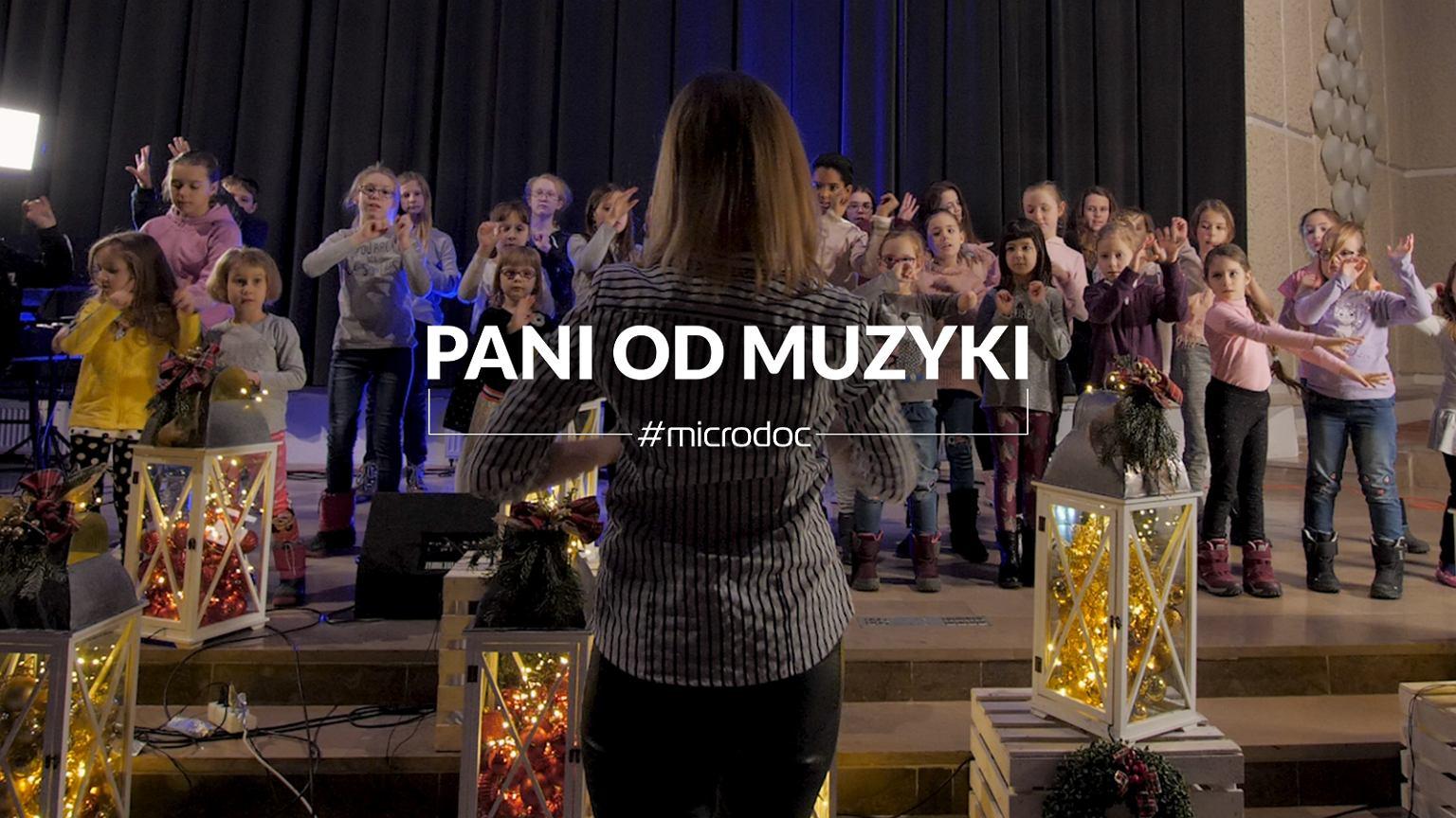 Dyrygentka Basia Wąsiewicz i chór Sienna Gospel Young