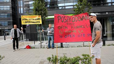 Protest poszkodowanych przez Getin Bank i Open Finance przed siedzibą w Warszawie, 14 sierpnia 2014