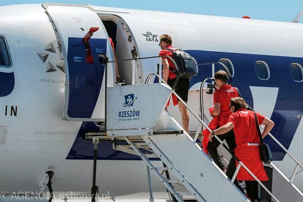 Zdjęcie numer 19 w galerii - W drodze na mundial. Piłkarze reprezentacji Polski lecą z Jasionki na mecz towarzyski z Chile [ZDJĘCIA]