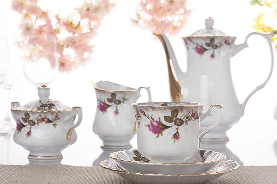 serwis kawowy w kwiaty