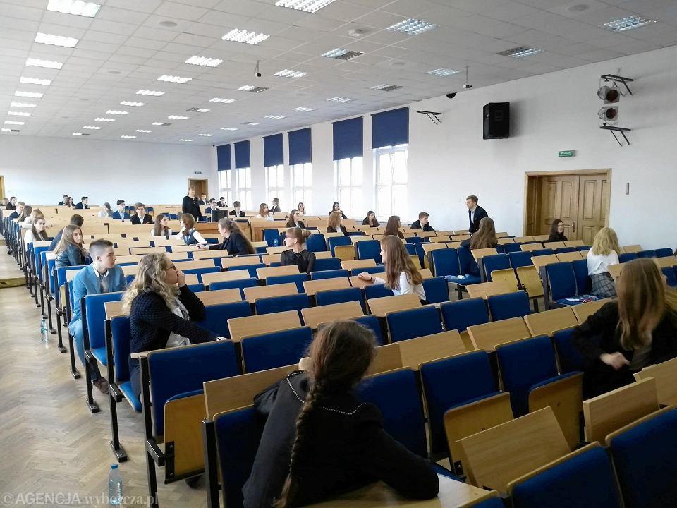 Egzamin kończący naukę w Gimnazjum nr 14 w ZS nr 6 w Płocku