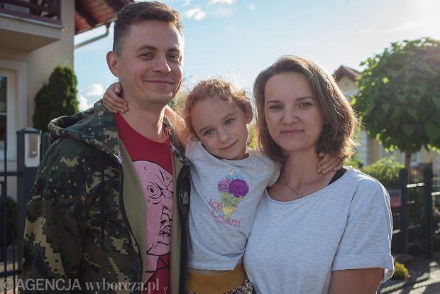 Oksana Melnikova z mężem Piotrem i córką Darią - miniatura