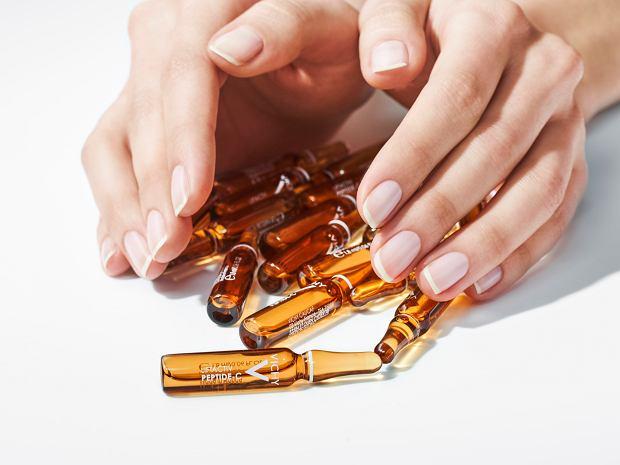 Pięć kuracji z witaminą C, kwasem glikolowym, kwasem ferulowym. Pobudzają produkcję kolagenu, odmładzają skórę