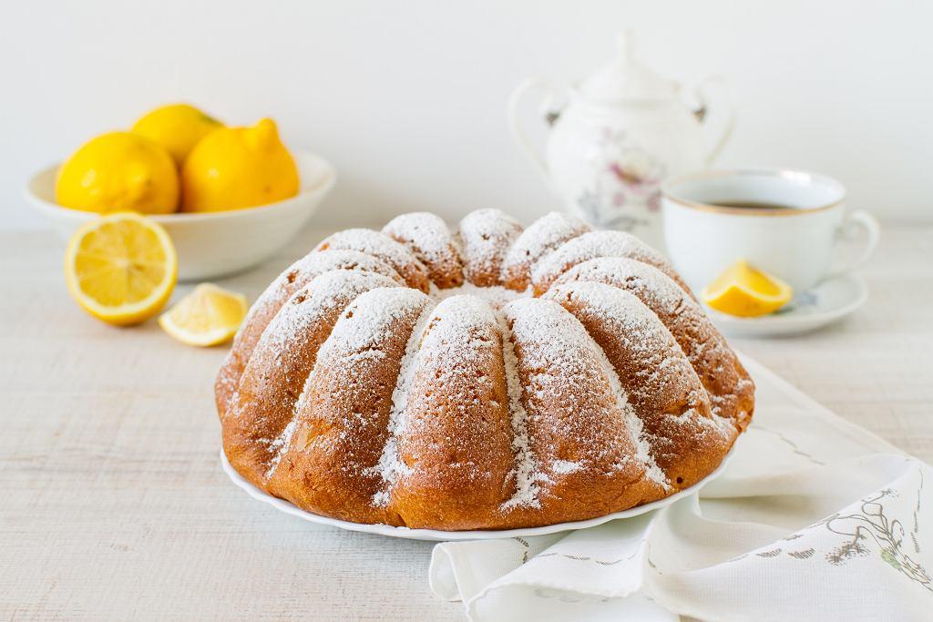 Babka wielkanocna cytrynowa nigdy nie smakuje tak dobrze, jak w Wielkanoc