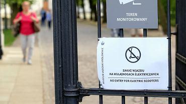 Zakaz jazdy hulajnogami w Łazienkach
