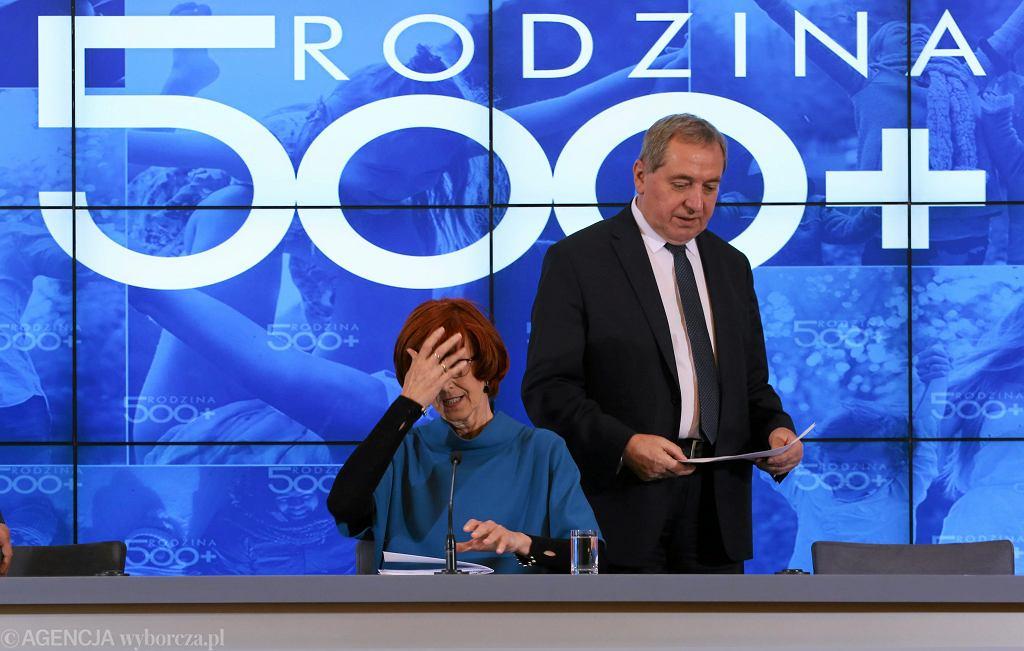 Elżbieta Rafalska i Henryk Kowalczyk podczas konferencji o stanie programu 500 +.