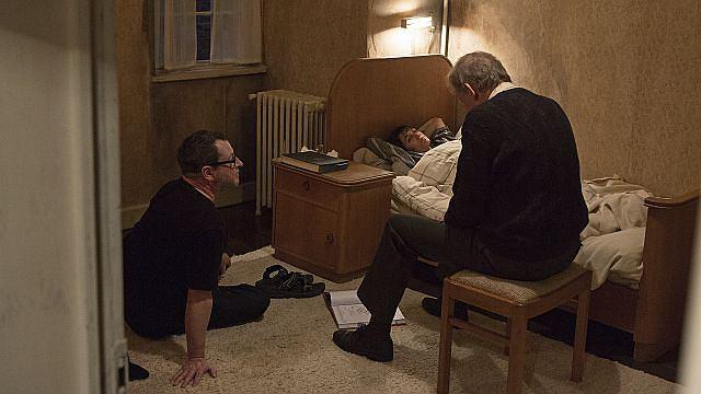 Reżyser Lars von Trier na planie filmowym w towarzystwie odtwórczyni roli Joe - Charlotte Gainsbourg i Seligmana - Stellana Skarsgarda.