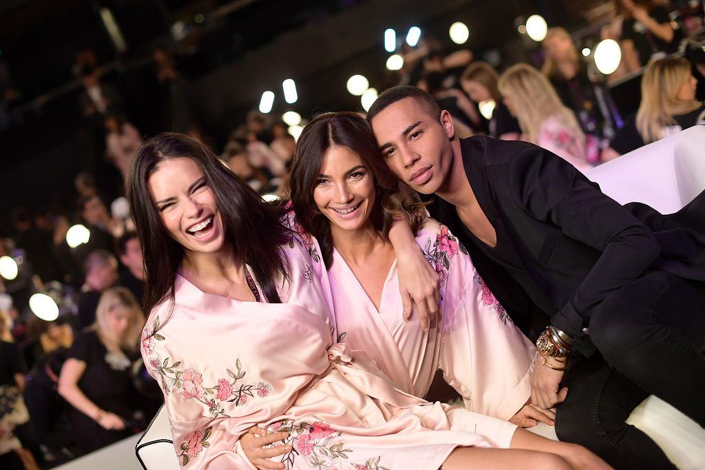 Olivier Rousteing z Aniołkami Adrianą Limą i Lily Aldridge